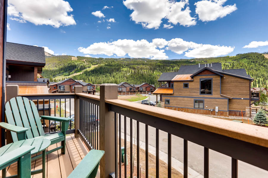 Where to stay in Keystone: River Run Tonwhomes offer huge, open living areas that are perfect for gathering with family (and friends who feel like family!).